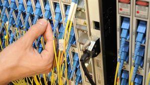 Altice (SFR) vend une partie de son réseau fibre pour se désendetter