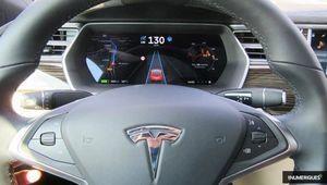 Tesla Autopilot: reconnaissance des ronds-points et feux rouges