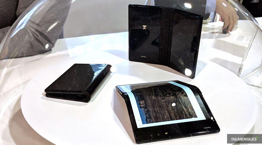 Le smartphone Royole FlexPai dans toutes les positions.