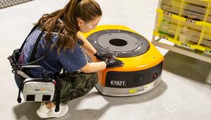 Amazon: une ceinture pour mieux faire cohabiter employés et robots