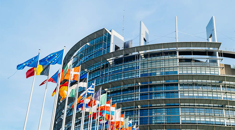 lesnumeriques-parlement_europeen-directive_copyright-article11-article13.jpg