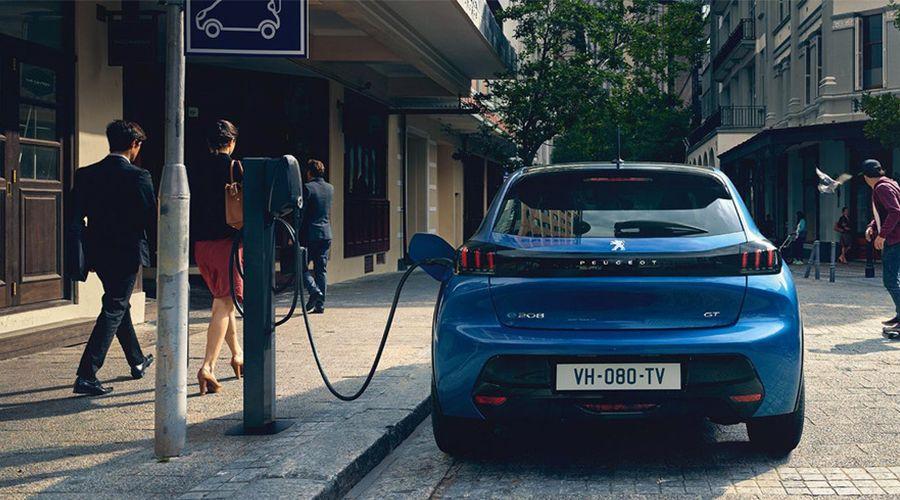 1_Peugeot-e-208-charge-WEB.jpg