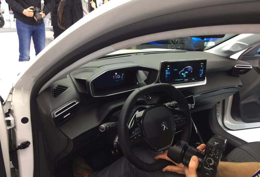 Peugeot e208 au salon de l'automobile de Genève 2019