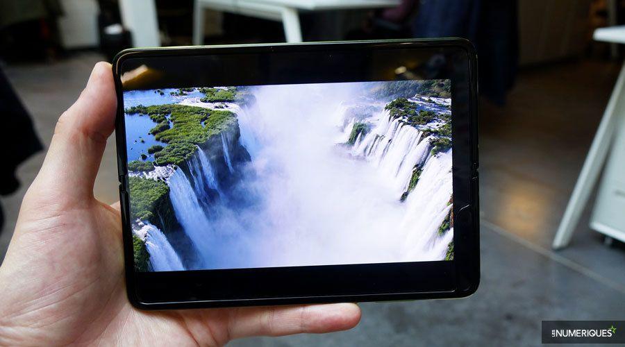 Samsung-galaxy-fold-pliure-blanc-1.jpg