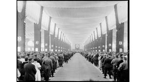 De rares photos numérisées d'Adolf Hitler pendant la montée du nazisme