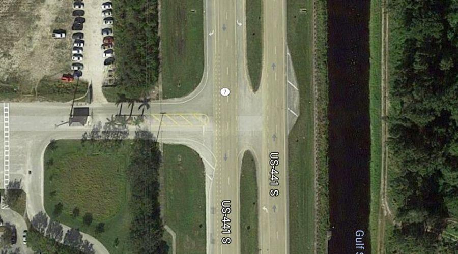 Tesla-Model-3-intersection-2-WEB.jpg