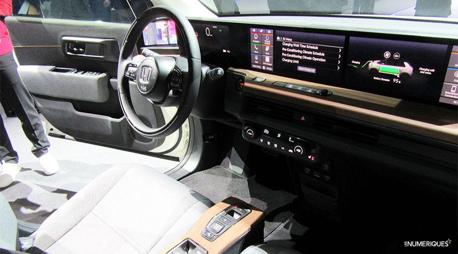 Honda-e-inside-WEB.jpg