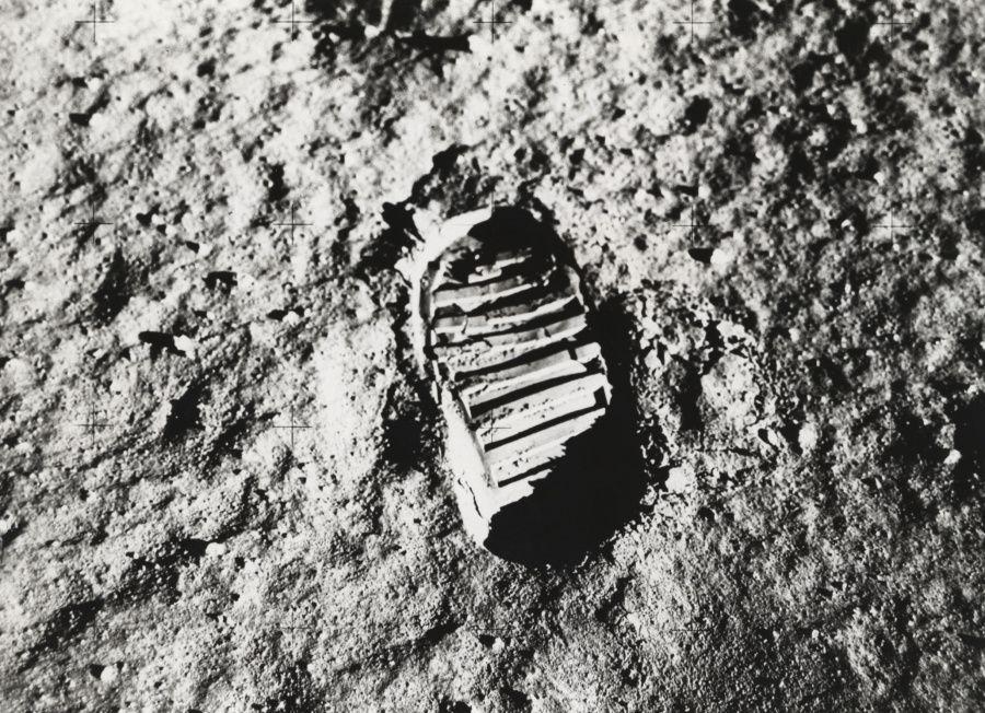 Empreinte sur le sol lunaire de Neil Armstong.jpg