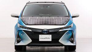 Toyota teste une Prius hybride avec des panneaux solaires