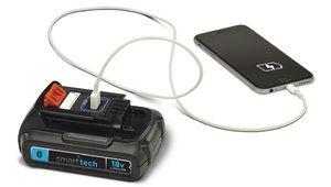 La batterie connectée Black+Decker charge perceuse et smartphone