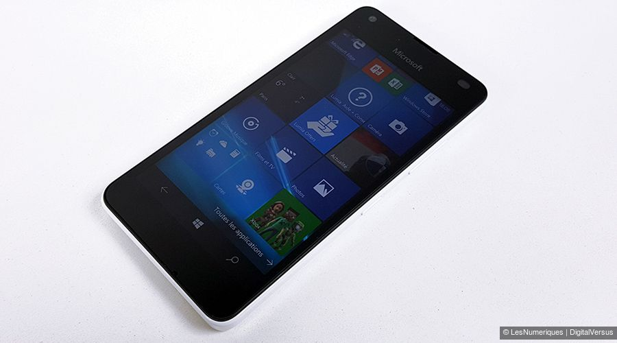 microsoft-lumia-550-face-table.jpg