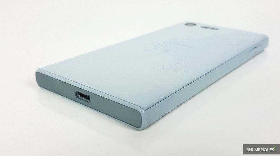 test-sony-xperia-x-compact-dos-bord.jpg