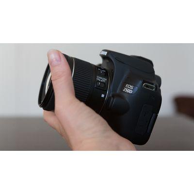 Appareil reflex Canon EOS 250D: un bon APS-C grand public