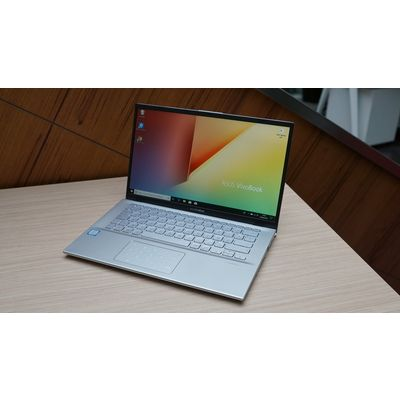 Asus Vivobook S412: Un PC avec numpad et bords fins