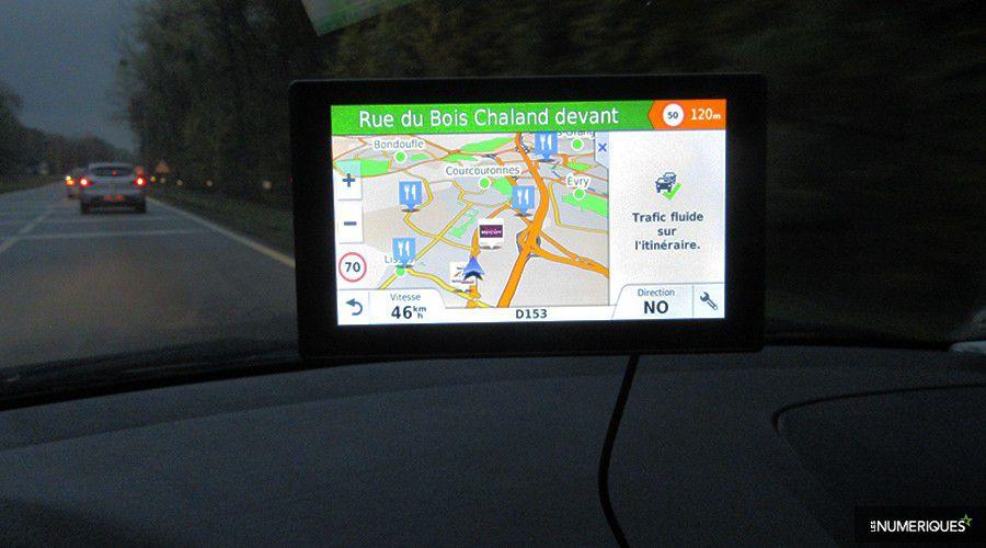 Garmin-DriveSmart70-Prez-WEB.jpg