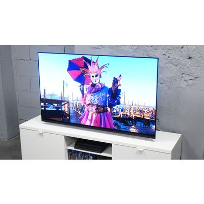 Téléviseur Oled LG 55E9 : un design et une barre de son pour faire la différence