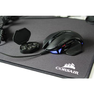 Corsair Nightsword RGB : une souris gaming complète et confortable