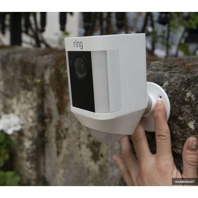 Caméra de surveillance Ring Spotlight Cam Battery : une belle qualité d'image
