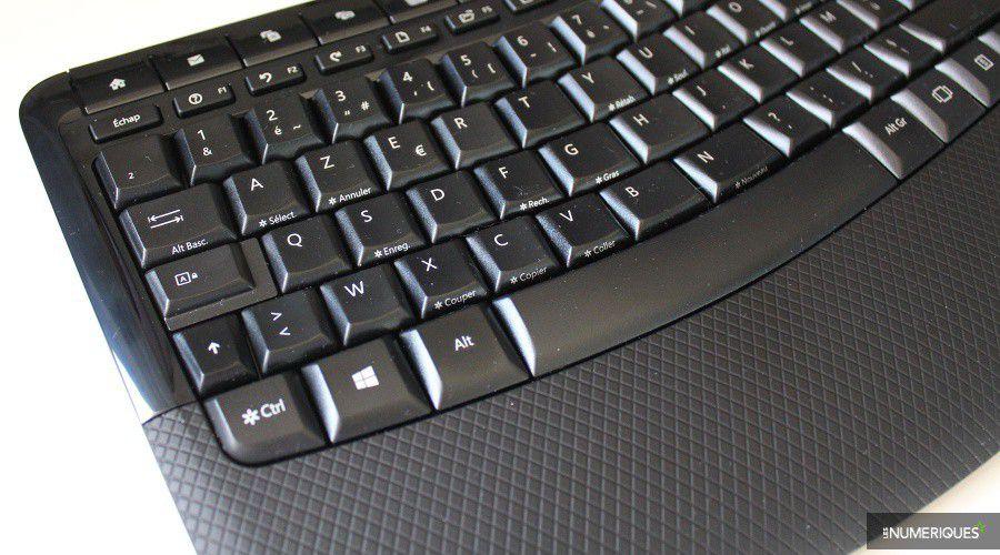 Microsoft_Wireless-Comfort-5050-Desktop_Test_03.jpg