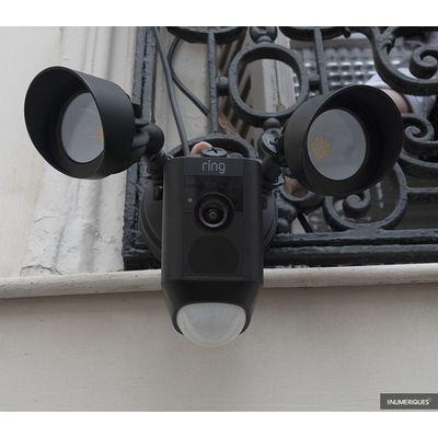 Ring Floodlight Cam : une caméra de surveillance qui mise sur ses projecteurs