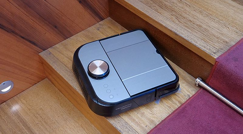 Proscenic D550, l'aspirateur robot qui se la joue carré