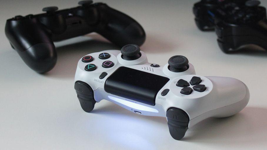 Sony DualShock 4 : la manette officielle de la PlayStation 4 reste une valeur sûre