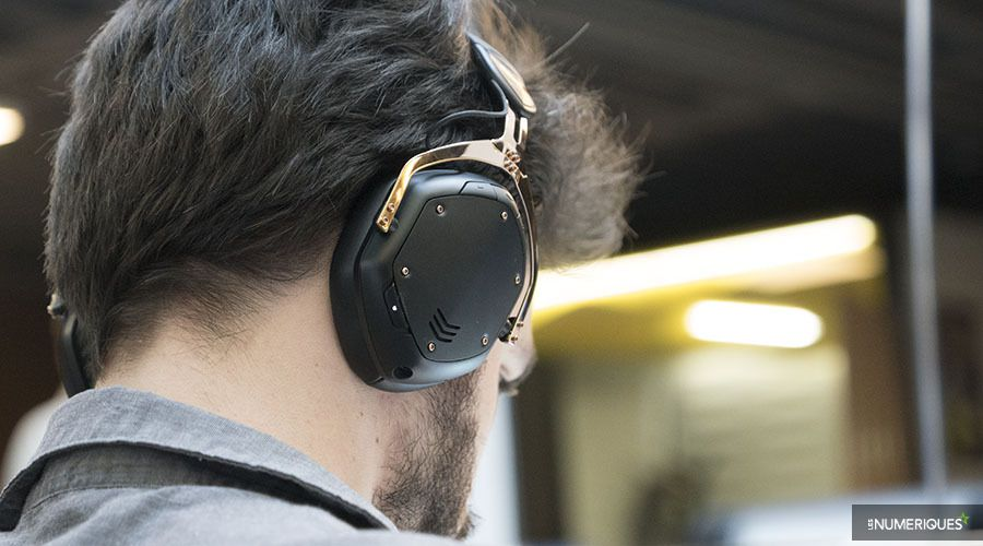 VModa_Crossfade2Wireless-p03.jpg