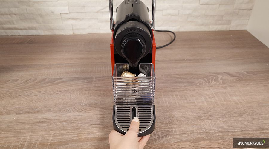 krups nespresso pixie clip test complet cafeti re capsule dosette les num riques. Black Bedroom Furniture Sets. Home Design Ideas