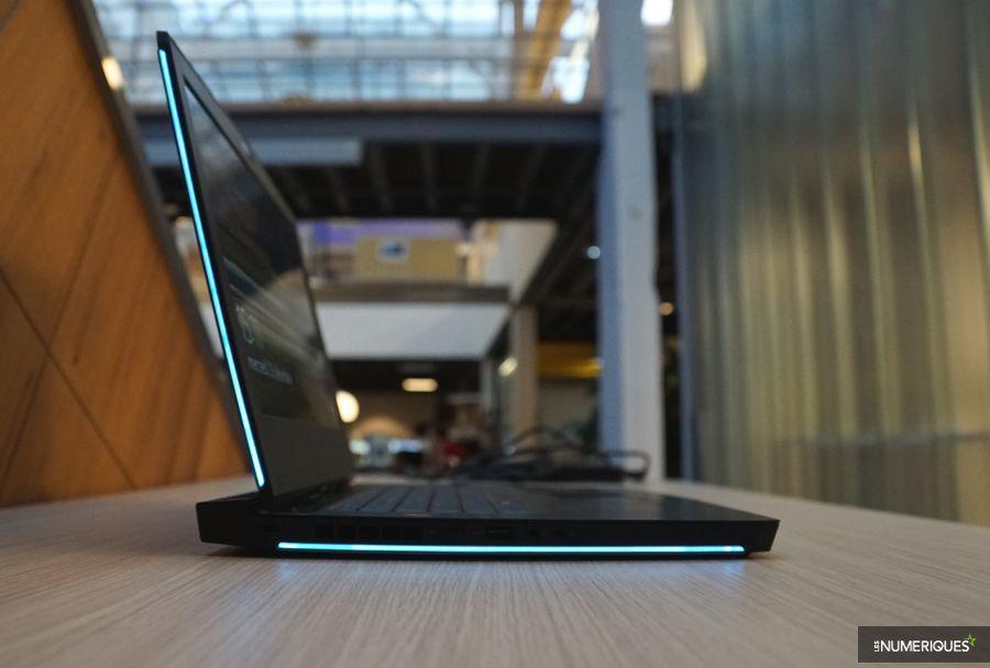 Test du PC gamer Alienware 15 R3, de profil, tranches éclairées