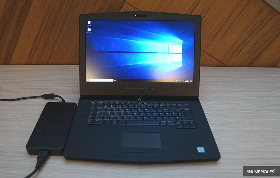 Test du PC gamer Alienware 15 R3, ouvert avec bloc d'alimentation