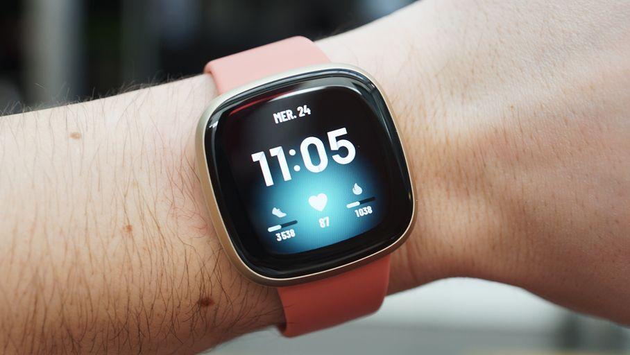 Test Fitbit Versa 3 : une montre connectée complète mais trop sensible - Les Numériques