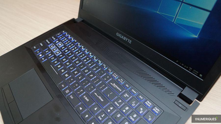 Test du PC gamer Gigabyte Sabre 17, clavier rétroéclairé RVB