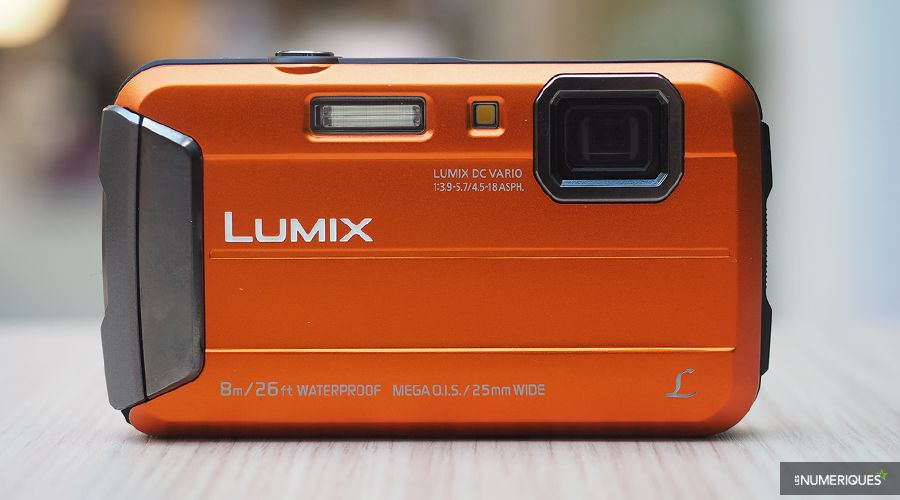 panasonic-lumix-FT30-1.jpg