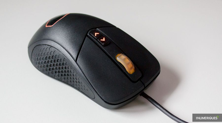 Cooler-Master_MasterMouse_MM530_Test_03.jpg