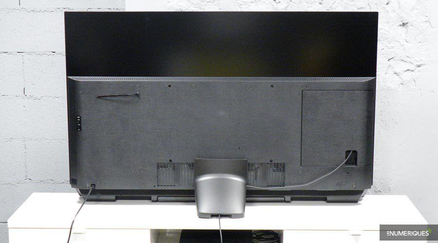 Panasonic-TX55FZ950-3.jpg