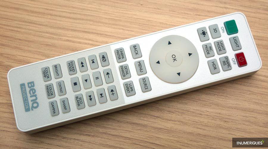 BenQ-TK800-telecomande-1.jpg