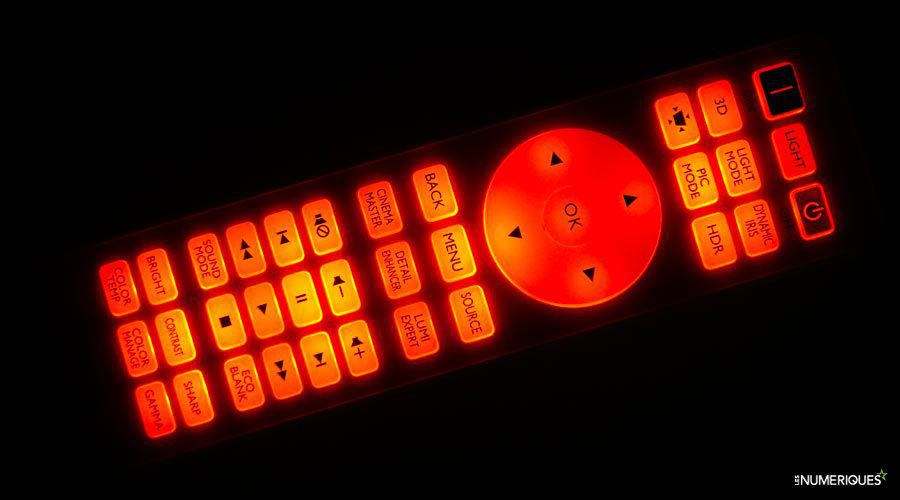 BenQ-TK800-telecomande.jpg