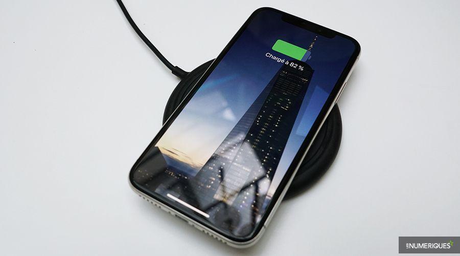 Mophie_Wireless_Charging_Base_iPhone.jpg