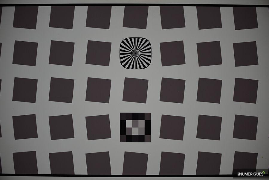 test_nikkor_70-300mm_distorsion_70mm.jpg