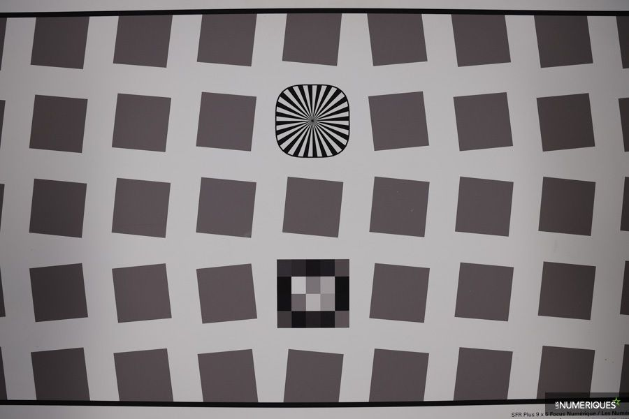 canon_RF_24-105mm_distorsion_24mm.jpg
