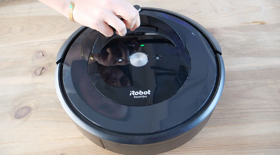1_Test-iRobot-Roomba-e5-poignée.jpg