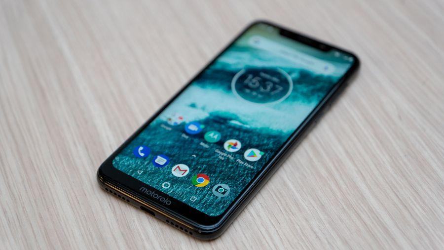 1_Motorola-One-02.jpg