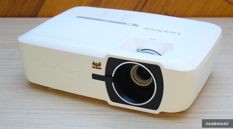 1_ViewSonic-PX725HD-7.jpg