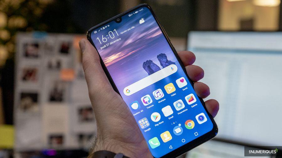 Huawei_P_Smart_2019_Main_Face.jpg
