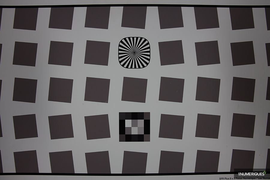 test_canon_RF_28-70mm_distorsion_28mm.jpg