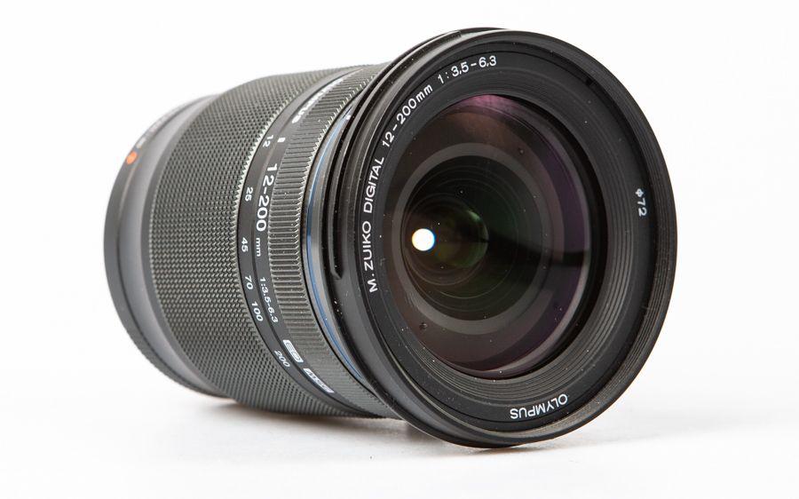 Olympus 12-200 mm f/3,5-6,3 test vue de face