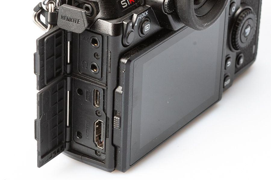 panasonic-s1r-test-connecteurs.jpg