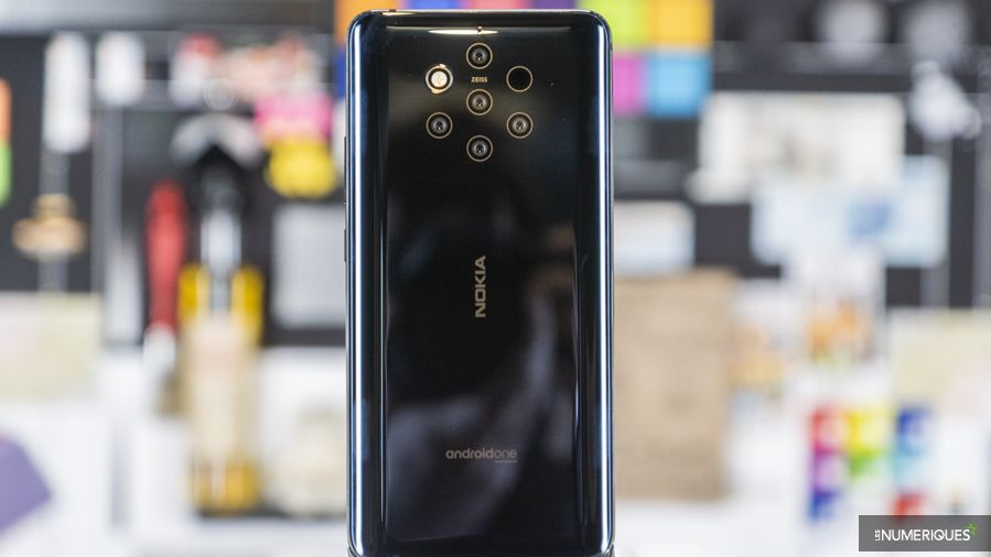 Nokia_9_Pureview_Debout1.jpg