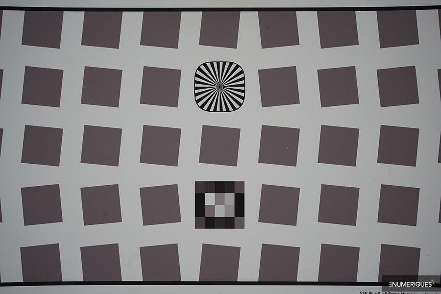 test_voigtlander_40mm-distorsion.jpg