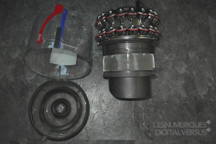 Dyson%20DC52%20collecteur%20ouvert